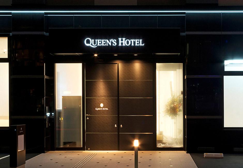 クイーンズホテル千歳はJR千歳駅まで徒歩で5分、北海道や札幌の観光・ビジネスの拠点としてご利用ください。